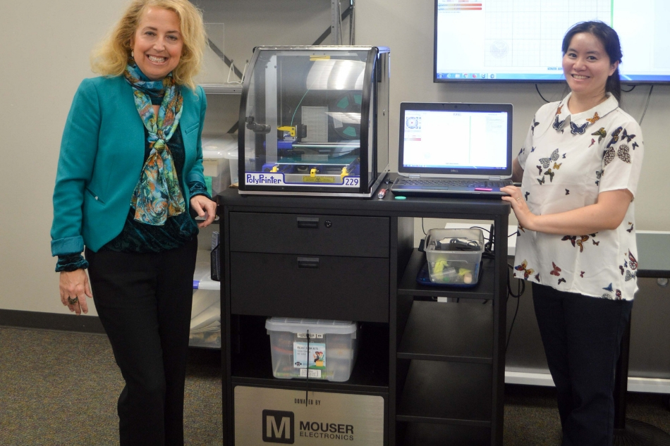 STEM Cart Donated to Arlington Public Library by Mouser Electronics